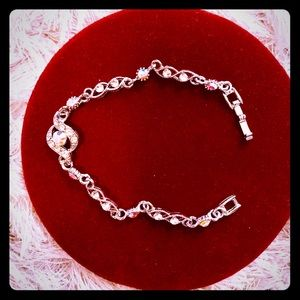 Beautiful, silver plated necklace!